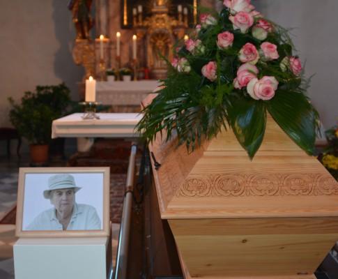 Begräbnis unserer Fahnenpatin Rosa Kreidl