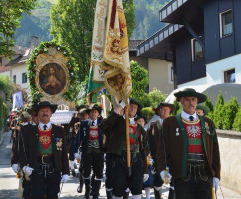 Herz-Jesu-Prozession in Schwaz